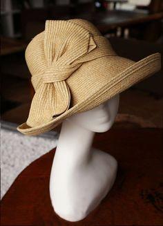 Women& summer straw hat-Straw Hat sun hat by janicewinner Sombrero A Crochet, Quoi Porter, Summer Hats For Women, Fancy Hats, Love Hat, Hat Pins, Fashion Accessories, Fashion Hats, Fashion Dresses
