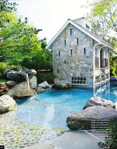 Love the walk in pool and the pool house.