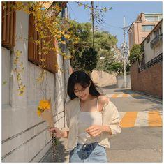 Korean Picture, Korean Girl Photo, Korean Girl Fashion, Ulzzang Fashion, Korea Fashion, Korean Beauty Girls, Pretty Korean Girls, Cute Korean Girl, Girl Photo Poses