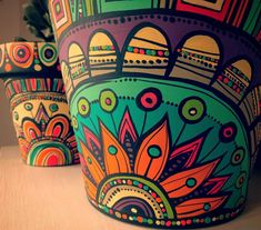 These Mandala and Zentangle Inspired Painted Clay Gardening Pots are So Cool! Not to Mention Inexpensive! I Cannot Wait to Try This Project! – Page 596234438149017911 – SkillOfKing. Painted Plant Pots, Painted Flower Pots, Pottery Painting Designs, Flower Pot Crafts, Clay Pot Crafts, Fleurs Diy, Art Diy, Bottle Art, Mandala Art