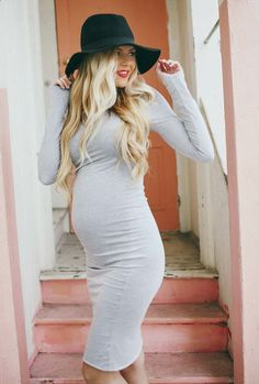 Super cute way to show off a baby bump
