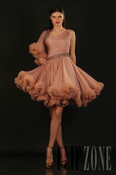 Ella Zahlan - Ready-to-Wear - Fall-winter 2010-2011 - http://en.flip-zone.com/fashion/ready-to-wear/independant-designers/ella-zahlan-1657