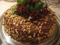 Χριστουγεννιάτικη τούρτα Ferrero ! Υλικά για το παντεσπάνι 5 αυγά 6 κ.σ. ζάχαρη άχνη 200 γρ φουντούκια αλεσμένα 2 κ.σ κ...