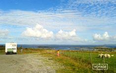 Norvège en camping-car : récit d'1 mois de road-trip Destinations, Camping Car, Road Trip, Country Roads, Clouds, Mountains, Nature, Travel, Outdoor