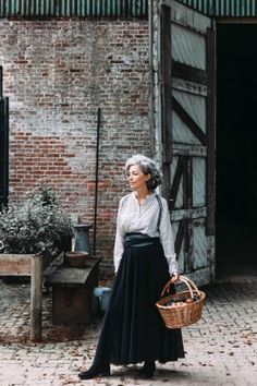 Best Fashion Tips For Women Over 60 - Fashion Trends Mature Fashion, 60 Fashion, Plus Size Fashion For Women, Fashion Over 40, Timeless Fashion, Fashion Outfits, Womens Fashion, Fashion Trends, Winter Fashion