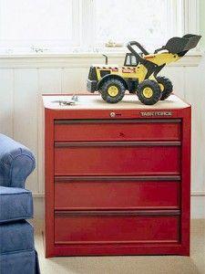 Récup' d'un casier industriel pour le rangement des jouets