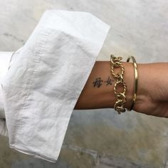 Excellent cute tattoos are offered on our internet site. Take a look and you will not be sorry you did. Piercings, Piercing Tattoo, Dainty Tattoos, Pretty Tattoos, Little Tattoos, Mini Tattoos, Tattoos Musik, Tatuagem Diy, Future Tattoos