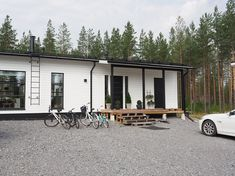 täydellinen valkoinen ulkomaali Garage Doors, Koti, Outdoor Decor, Design, Home Decor, Decoration Home, Room Decor, Home Interior Design