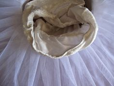 Tutorial para hacer un tutú de ballet de plato con aro. Tutu Ballet, Sewing Techniques, Prada, Fabric, How To Make, Yarns, Fashion, Mosque, Carnival