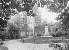 Cygnaeuksenpuisto 1920- ja 1930-lukujen vaihteessa. (Keski-Suomen museon valokuva-arkisto) Outdoor, Museum, Outdoors, Outdoor Games, The Great Outdoors