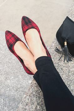 Plaid and fall go together like florals and spring. Add a touch of tartan to a chic look with a perfectly pointed-toe flat. The patterns pops the outfit while the pointed toe helps to elongate the leg. Featured product includes: SO plaid flats and Yoki cr