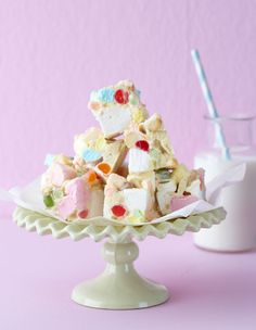 Rocky roads with jelly tots and marshmallows! Candy Recipes, Sweet Recipes, Yummy Recipes, Jelly Tots, Rocky Road Fudge, Delicious Desserts, Yummy Food, Ice Cream Party, Edible Gifts