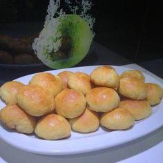 Τυροπιτάκια με ζύμη 3 υλικών !!! Hamburger, Diy And Crafts, Bread, Food, Breads, Baking, Hamburgers, Meals, Yemek
