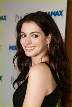 Anne Hathaway @ 'Becoming Jane' Premiere: Photo 504431 | Anne ...