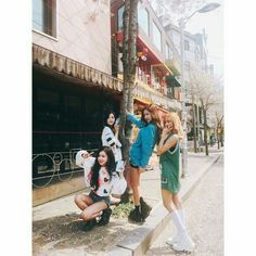 BLACKPINK in your area . A little bit of black with a little bit … # Ngẫu nhiên # amreading # books # wattpad Kpop Girl Groups, Korean Girl Groups, Kpop Girls, Blackpink Jisoo, Kim Jennie, 2ne1, Blackpink Fashion, Korean Fashion, Girls Generation