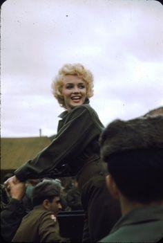 vintage everyday: Marilyn Monroe in Korea, 1954