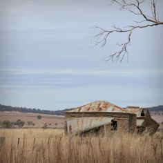 An early residential homestead, in outback rural Australia. Every homestead has a story to tell. Australian Farm, Australian Homes, Country Life, Country Style, Country Roads, Australia Landscape, Australian Photography, Beautiful Landscape Photography, Nature Photography