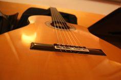 https://flic.kr/p/Hk2CRB   DO Sol Sostenible   Una performance única: Música, poesía & enogastronomía. Con Hugo Kwaschnowitz (Dirección, guitarra y voz), Gabriel Rocha (Guitarra y voz) y Medhi Kerrou (Chef). El Pepinillo de Barquillo.