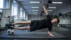 Dívány - Offline - Napi 10 perc a feszes hasizmokért The Row, Gym Equipment, Abs, Strong, Sports, Core, Hs Sports, Crunches, Abdominal Muscles