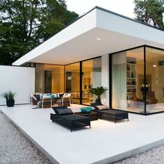 LEEM Wonen looked into a special modern bungalow in Ermelo by Boxxi - Outdoor Stuff - Architektur Modern Bungalow House Design, Modern Villa Design, Bungalow Homes, Modern Bungalow Exterior, Design Exterior, Bungalows, Luxury Furniture, Furniture Design, Pool Furniture