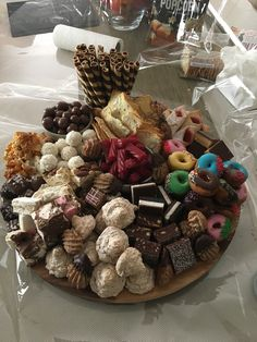 Sweet platter Party Food Platters, Party Trays, Snacks Für Party, Cheese Platters, Appetizers For Party, Dessert Platter, Dessert Bars, Dessert Recipes, Snack Platter