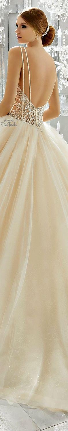 ❇Téa Tosh❇ (Back) Midori Wedding Dress Romantic Princess, Princess Wedding, Wedding Beauty, Dream Wedding, Bridal Gowns, Wedding Gowns, Weeding Dress, Sophisticated Wedding, Beautiful Bride