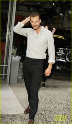 Jamie Dornan Signs Autographs for Fans in NYC | jamie dornan promotes movie in nyc 01 - Photo