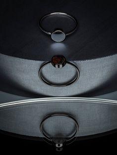 Pierścionek z kamieniem półszlachetnym φ6 mm, wykonany w całości ze srebra próby 930 tradycyjnymi technikami złotniczymi.Każdy pierścionek wykonujemy na zamówienie z wybranym  kamieniem z serii...