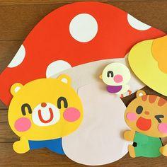 きのこの壁面パーツ * 子どもが作ったきのこを飾る壁面でした(o^^o) ちょっと見えづらいですが、きのこの傘の下部分は他の部分の色画用紙と違って、表面が凸凹したちょっと質感がある紙を使っています。柄部分と色が似ていても、これなら大丈夫! * * #きのこ #mushroom… Preschool Crafts, Easter Crafts, School Murals, Class Decoration, Montessori Activities, Diy Frame, Diy Cards, Cute Drawings, Photo Booth