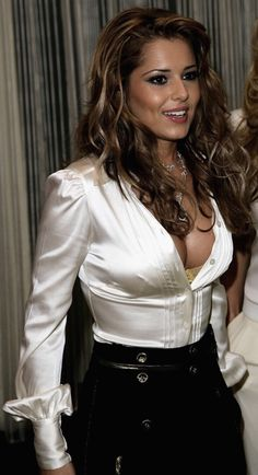Old Lady in Satin Blouses に対する画像結果 Old Women, Sexy Women, Satin Bluse, Cheryl Cole, Brunette Beauty, Beautiful Blouses, Perfect Woman, Looks Style, Sexy Outfits