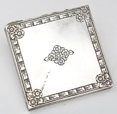 Italian 800 Silver Compact : Lot 597