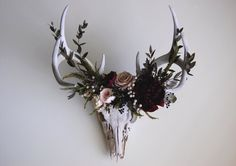 """coyote-cloud: """" Deer skull with preserved flower crown by MaisonDeLaCroix on Etsy """" . wonder if I could hallow out the top and put a pot in there for real flowers. If not, dried ones Antler Art, Antler Crafts, Pinterest Design, Deco Floral, Gothic Home Decor, Creepy Home Decor, Gothic House, How To Preserve Flowers, Decoration Design"""