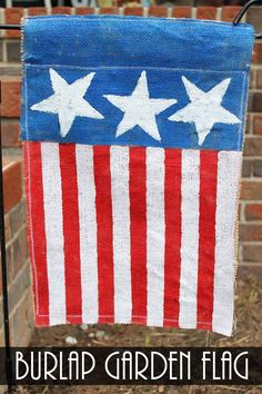 """""""This burlap garden flag for summer can be made in just minutes. I have been making several garden flags with this same technique over the past year or so and they are holding up beautifully! I love it when an easy project also works well! Fourth Of July Drinks, Fourth Of July Decor, July 4th, Patriotic Crafts, July Crafts, Patriotic Decorations, Holiday Decorations, Seasonal Decor, Burlap Crafts"""