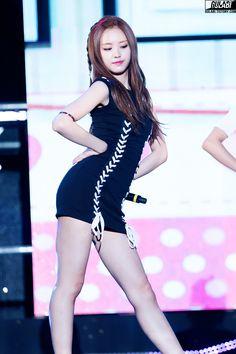 Netizens crown the representatives of female fashion Asian Woman, Asian Girl, Apink Naeun, Korean Fashion Kpop, Cute Poses, Girl Day, Cute Woman, Japanese Girl, Kpop Girls