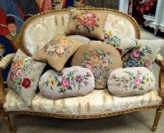 antichità bellini antiquariato  antiquariato rimini divano antico cuscini antichi