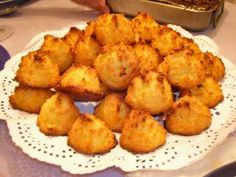 Besitos de coco - coconut kisses Puerto Rican dessert I made these for my Puerto Rican father-in-law. He loved them. They are sweet, chewy and delicious! Puerto Rican Dishes, Puerto Rican Cuisine, Puerto Rican Recipes, Cuban Recipes, Sweet Recipes, Pasteles Puerto Rico Recipe, Spanish Recipes, Yummy Recipes, Delicious Desserts