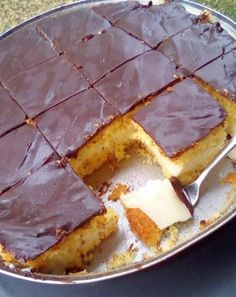 Σπιτικό κωκ σκέτη απόλαυση! Greek Sweets, Greek Desserts, Sweets Recipes, Cake Recipes, Greek Cake, Low Calorie Cake, Torte Cake, Cooking Cake, Homemade Cheese