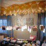 Decoración elegante de mesa con globos y fotos