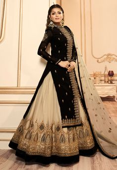 Make the heads turn whenever you dress up with this beautiful Drashti Dhami black faux georgette and net lehenga choli. The ethnic embroidered, lace and resham work in the attire adds a sign of magnificence statement with a look. Long Choli Lehenga, Black Lehenga, Lehenga Suit, Choli Dress, Bollywood Lehenga, Lehenga Style, Net Lehenga, Lehenga Choli Online, Bridal Lehenga