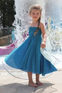 Awesome DIY Elsa Costume Tutorials for Little Girls Elsa Dress Sewing Tutorial – this is a quick and easy sew! Sewing Kids Clothes, Sewing For Kids, Baby Sewing, Diy Clothes, Elsa Dress, Dress Up, Frozen Dress, Diy Dress, Little Girl Dresses