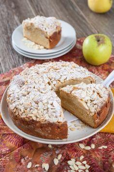 Bolo de maçã com gengibre e amêndoa. TeleCulinária 1867 - 19 de Janeiro 2015 - Disponível em formato digital: www.magzter.com Visite-nos em www.teleculinaria.pt