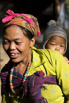 Mother & baby in Nepal #babywearing #babycarrying #babycarriers