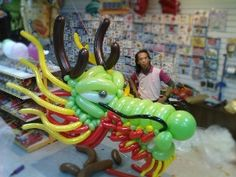 Magic Balloon-s. Dragon Project, Ballon Animals, Sculpture Art, Sculptures, Chinese Party, Art World, Challenges, Magic, Disney Characters