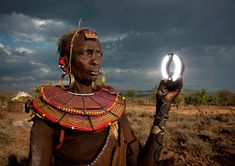 Photographer and ethnologist Eric Lafforgue captured this photo of a Pokot woman in Kenya. The woman skeptically eyes the photographer's ring flash. Eric Lafforgue, Arte Tribal, Tribal People, Out Of Africa, Kenya Africa, People Around The World, All Over The World, Cool Photos, Photoshop