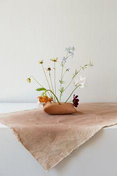 Pillow Talk, Ikebana Vase : Pillow Talk, Ikebana Vase: SIN ceramics – Handmade in Brooklyn – SIN Ikebana Arrangements, Modern Flower Arrangements, Exotic Flowers, Purple Flowers, Dried Flowers, Compost, Arreglos Ikebana, Peonies Garden, Flowers Garden