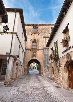 ¿Por qué nos gustan tanto estos pueblos de Burgos? - Foto 6 Villas, Chula, Spain, Mansions, House Styles, Travel, Places To Visit, Spain Tourism, Castles