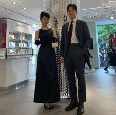 The beautiful chemistry between the hero and the heroine of the Hotel Del Luna. Girl Celebrities, Korean Celebrities, Drama Korea, Korean Drama, Iu Twitter, Luna Fashion, Jin Goo, Korean Couple, Beach Poses