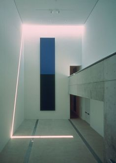 Tadao Ando: Met een doek van Elsworth Kelly / canvas E. Kelly.