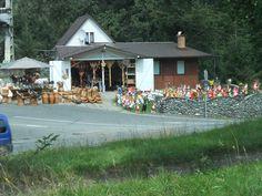 ↬ pe drum ↫ ↬ sul sentiero ↫ Romania, Drum, Gazebo, Outdoor Structures, Cabin, House Styles, Home Decor, Kiosk, Decoration Home