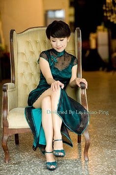 12 Things Every Girl Notices In Guys At First Sight Beautiful Chinese Women, Beautiful Asian Girls, Traditional Fashion, Traditional Dresses, Chinese Gown, Oriental Dress, Cheongsam Dress, Asian Fashion, Chinese Fashion